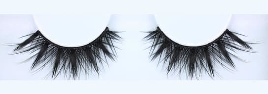 The Huda beauty eyelashes Classic Lash Scarlett #8