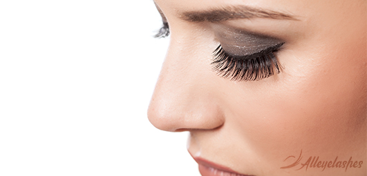 Health Risks of Wearing Fake Eyelashes [Explained]