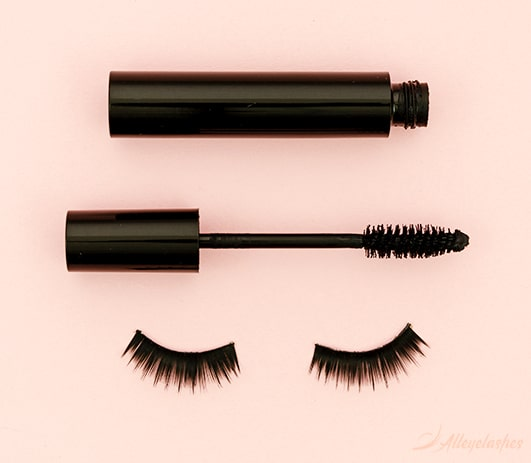 Mascara and Falsies: It's All About Technique