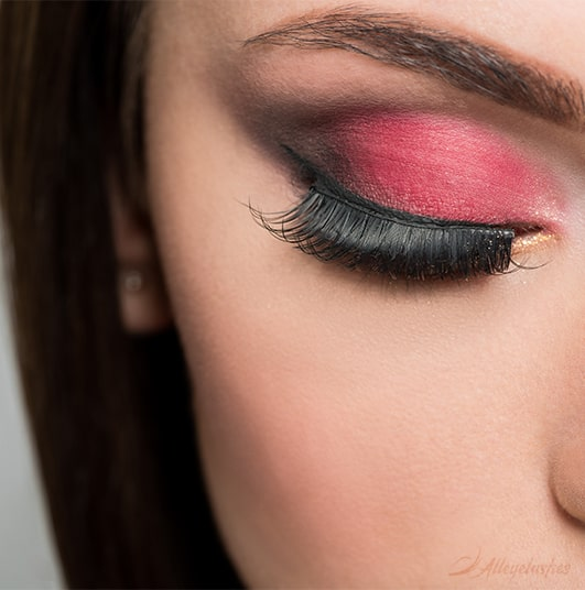What Are the Risks of Wearing Eyelashes Everyday?